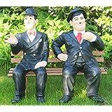 JS GartenDeko Deko Figur Dick und Doof H 60 cm auf der Bank Figur Laurel und Hardy aus Kunstharz