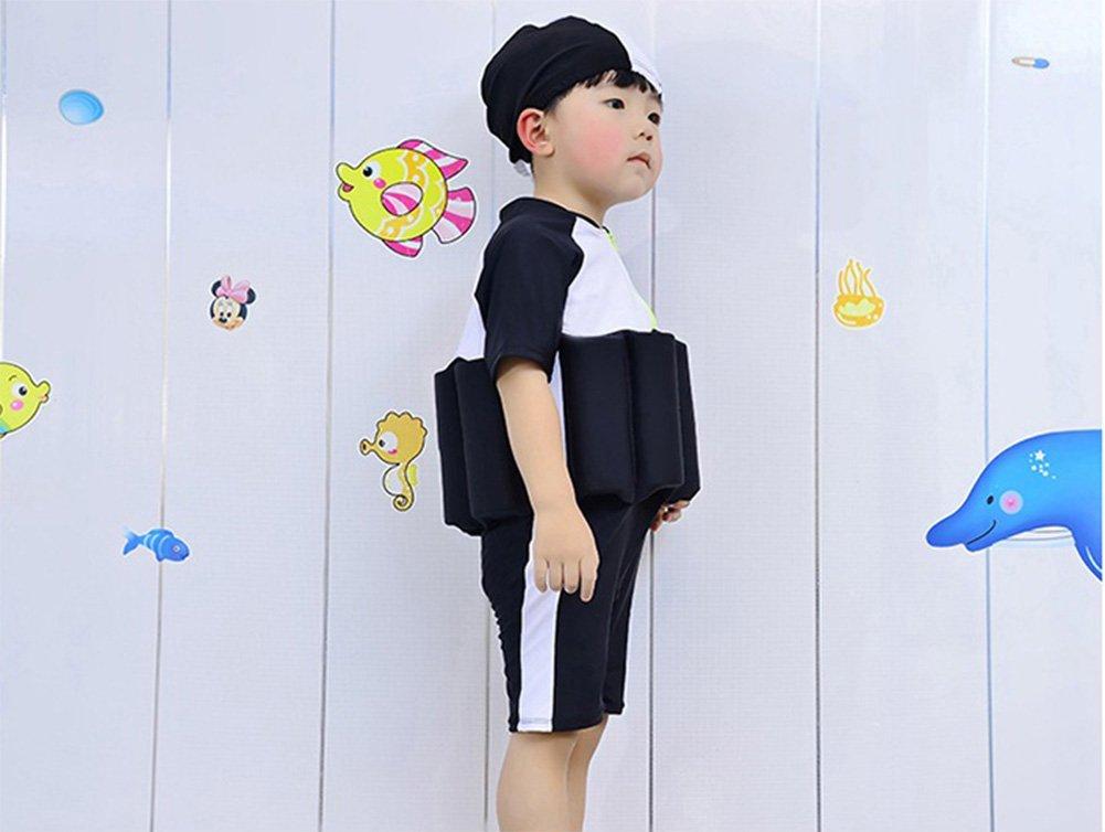 Costume Da Bagno Ragazzo : Ragazzo asiatico felice in costume da bagno che viene sullo stagno
