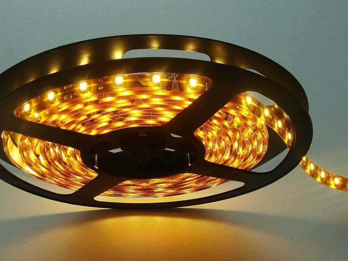 Striscia LED Resistente all'acqua - 5 Metri - 72W - SMD5050 BIANCO CALDO - 300 LED L&C