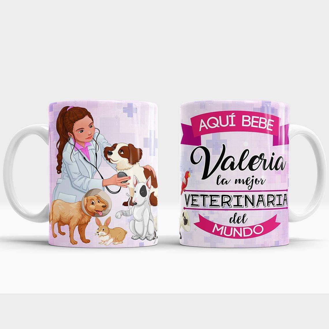 Taza Aquí Bebe la Mejor Veterinaria del Mundo/Taza aqui Bebe una Super Veterinaria/Taza Personalizada con Nombre/Taza Regalo Original para Veterinaria (Veterinaria)