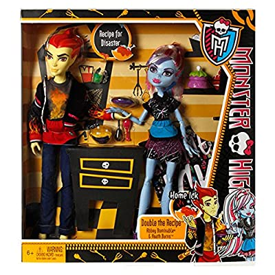 Monster High Home Ick Abbey Bominable & Heath Burns 2-Pack: Toys & Games