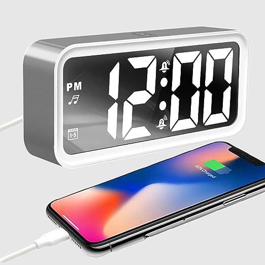 Despertadores Digitales con Tres Alarmas,Reloj Despertador Mesilla Grandes Led con usb Cargador para el Teléfono Movil,con Posponer y puerto de carga ...
