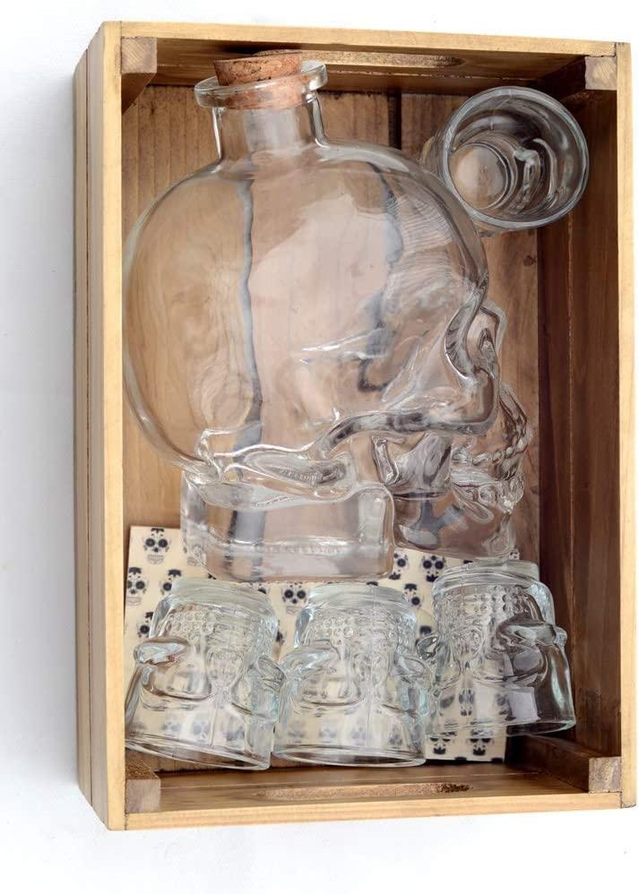 Hostelnovo - Innovador Pack Calavera : Caja en Madera + 1 Botella de 700 ml en Forma de Calavera + 4 chupitos Calavera 50 ml + 2 Porta chupitos Estampado