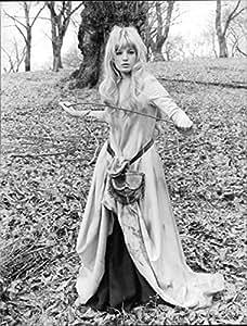 """Vintage Foto de Monica Vitti Holding Stick, en conjunto de """"En mi manera a la cruzadas I Met una chica que..."""""""