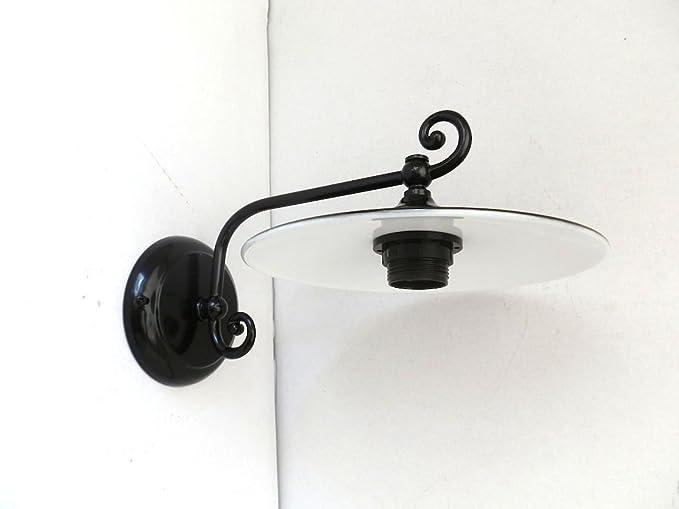 Lampada da parete in ferro battuto con piatto smaltato modello