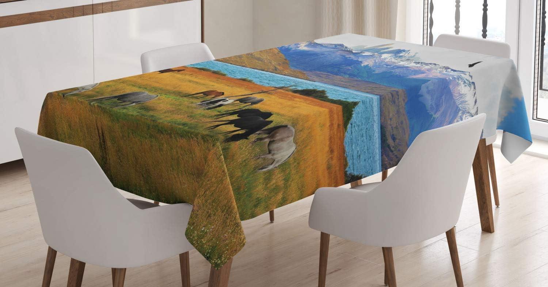 ABAKUHAUS Paisaje Mantele, Granja del Caballo en la montaña, Resistente al Agua Apto Uso Exterior e Interior No Destiñen, 140 x 170 cm, Multicolor