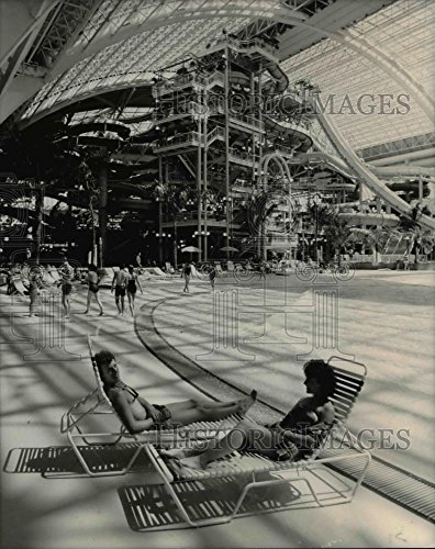 1987 Press Photo Water Park at West Edmonton Mall - - Pictures Mall Edmonton