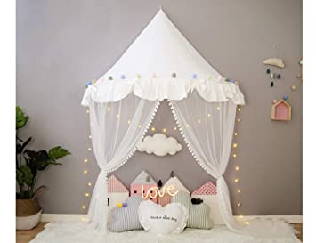Cameretta bambina u classica camera da letto in stile di
