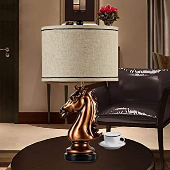 Lámpara de mesa en el parlamento, su estilo, creativo del ...
