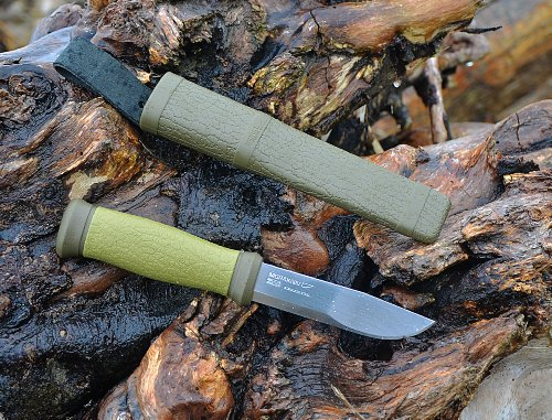 Morakniv-Outdoor-2000-Fixed-Blade-Knife-with-Sandvik-Stainless-Steel-Blade-43-Inch