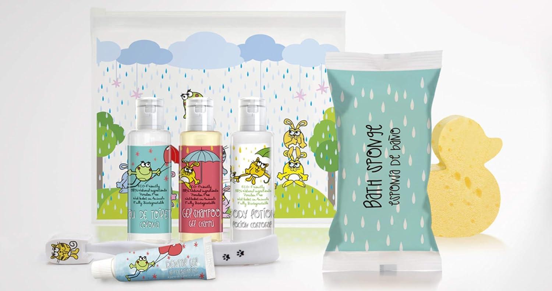 Neceser bebé. Kit de higiene infantil, 98% de ingredientes naturales (ECO-FRIENDLY), sin parabenos y no testados en animales. Fabricado en la Unión Europea.