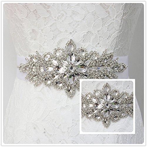 7178c8b86 Cinturón para vestido de novia con un aplique elaborado a mano con pidras  brillantes