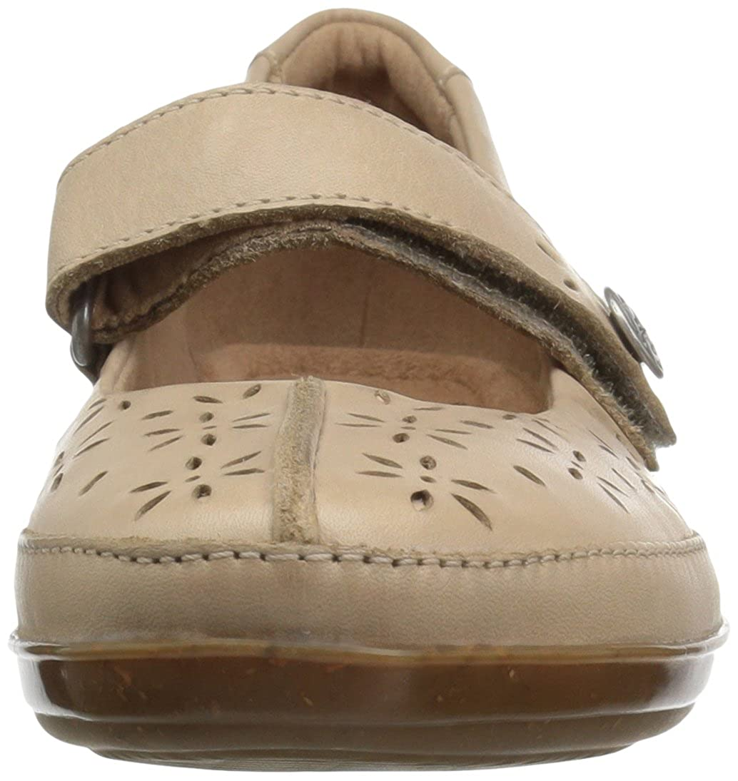 3a2d482883b Clarks Women s Everlay Bai Mary Jane Flat  Buy Online at Low Prices in  India - Amazon.in