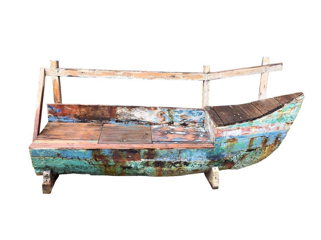 OUTFLEXX 3-Sitzer Bank in Bootform aus recyceltem Fischerbootholz mit kleinem Staufach