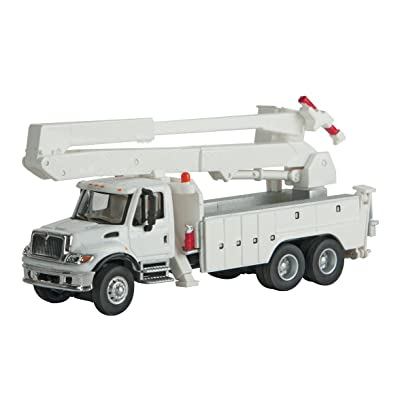 Walthers MOW WHITE UTILITY TRUCK W/: Toys & Games