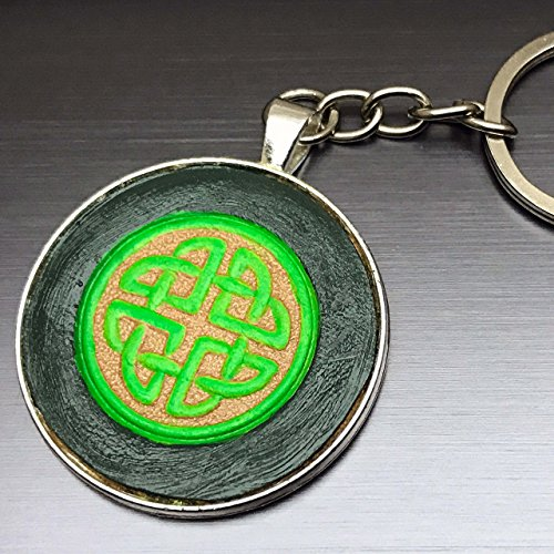 Green Celtic Knot Hand-Painted Tooled Veg Tanned Round Leather Keychain