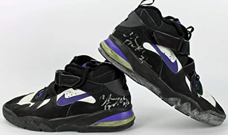 b862e526c1ba Suns Charles Barkley Autographed Signed Game Used Nike Air Force Max ...