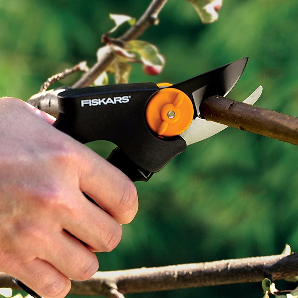 Fiskars PowerGear X Bypass Garden Shears with Roll Handle for fresh branches and twigs PX92 High-quality steel Length: 21.5 cm Black//Orange Non-stick coated 1023630