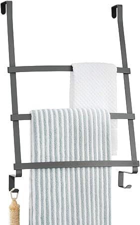 mDesign Colgador de toallas para puerta – Toallero escalera para colocar en el baño sin tornillos – Moderno organizador colgante con tres barras y dos ganchos para colgar – gris oscuro: Amazon.es: Hogar