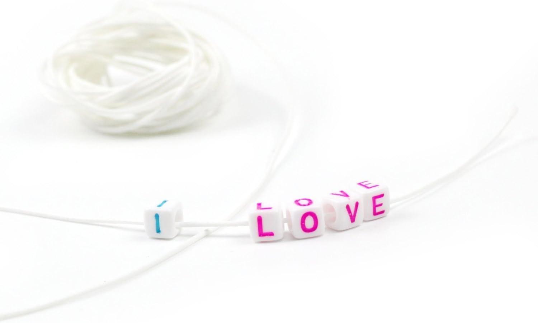 250 1000 Lettres Perles Acrylique Lettre Perles Blanc Bracelet chaîne Bricolage