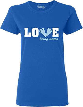Custom Apparel R Us Amor Ser un Nana bebé Azul pies para Mujer Camiseta de Manga Corta Camiseta Top
