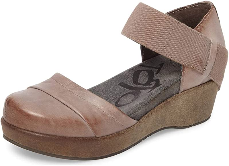Wander Out Closed Toe Wedges