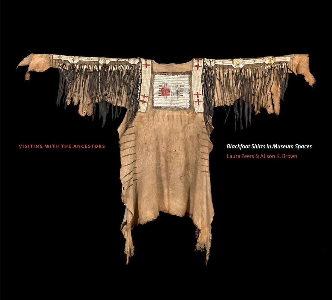 Visiting with the Ancestors: Blackfoot Shirts in Museum Spaces (Athabasca University Press) pdf