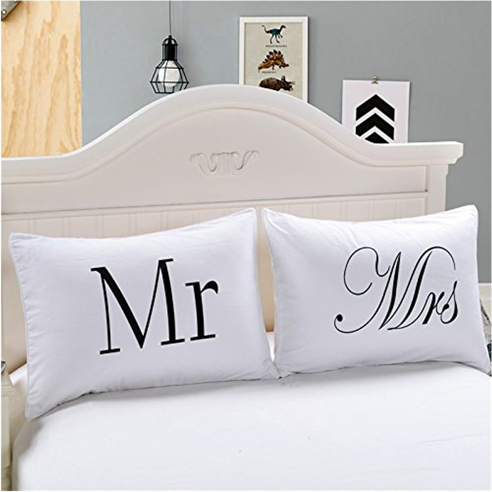 Couples Pillowcases- ''Mr and Mrs'' Romantic Valentine's Day Gift Pillowcase for Couples,Anniversary,Engagement,Cute Valentines Day Gifts for Lovers
