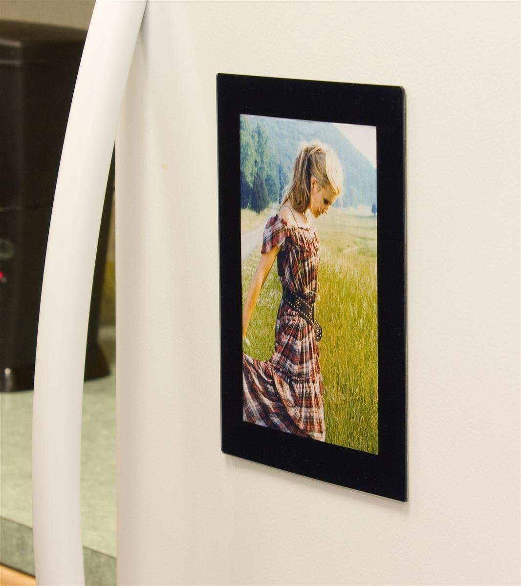 Displays2go Set of 10, Magnetic Refrigerator Photo Frames for 5x7 Prints - Black Acrylic by Displays2go (Image #1)