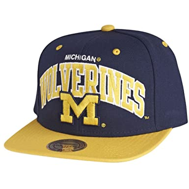 Amazon.com  Mitchell   Ness Michigan Wolverines Team Arch Snapback ... bcf0d0b9e85