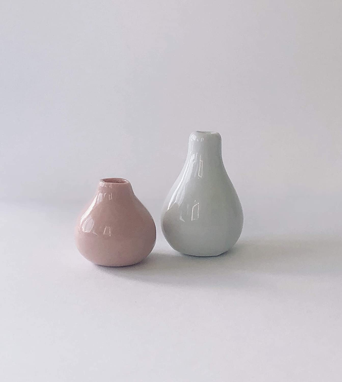 Macy Mae Dollhouse Miniature Vase Set 1:12 Scale White and Pink