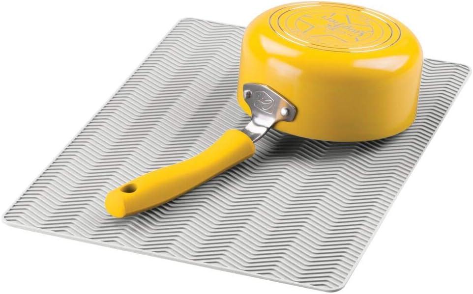 bianco mDesign Tappetino scolapiatti in silicone antiscivolo Pratico scolapiatti da appoggio e sottopentola con design a spina di pesce Gocciolatoio piatti per cucina