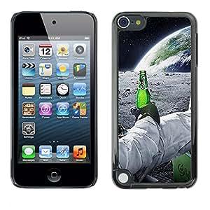 iKiki Tech / Estuche rígido - Astronauta de la cerveza - Apple iPod Touch 5