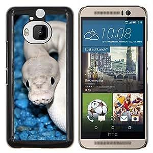 KLONGSHOP // Cubierta de piel con cierre a presión Shell trasero duro de goma Protección Caso - Serpiente Azul Blanco cobra blanca Veneno - HTC One M9Plus M9+ M9 Plus //