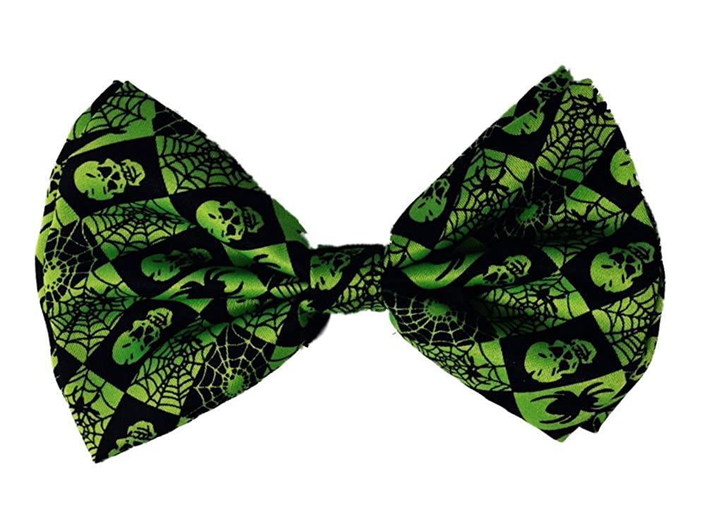 Mens 2-1//2 inch Banded Poly Satin Bow Tie Green and Black Skulls and Spiderwebs