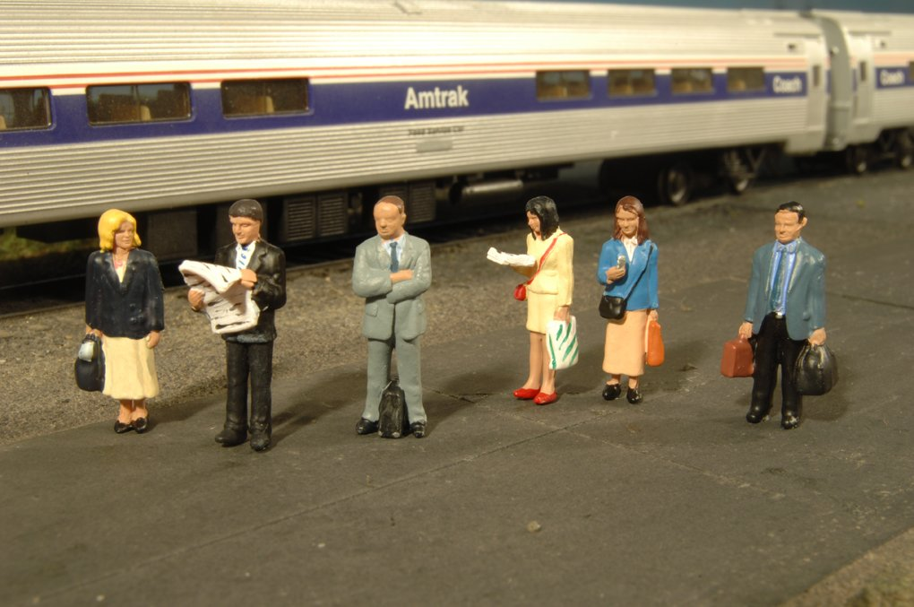 Bachmann Industries Miniature O Scale Figures Standing Platform Passengers Train 6 Piece