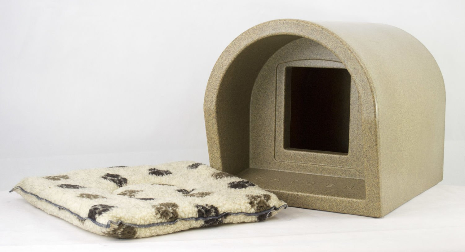 Mr Snugs Plastic Outdoor Cat Kennel With Fitted Pet Mattress Sandstone