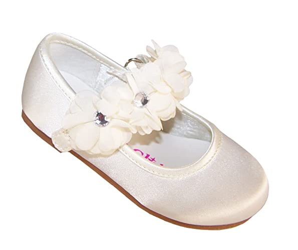 cute shoes for girl in wedding