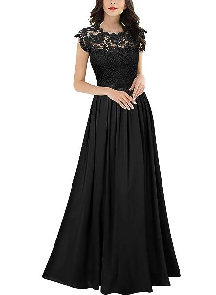 Mujer alta y fria vestida de negro