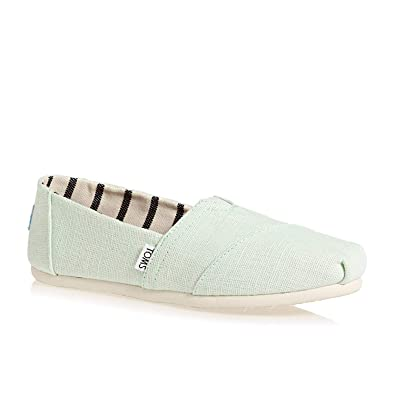31a41d3e006c TOMS Women s Heritage Canvas Classic Slip-On (6 B(M) US