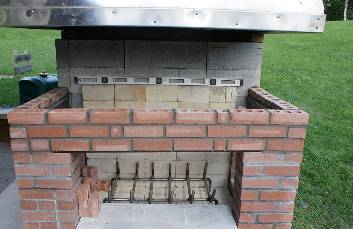 Insulating Fire Brick for Ovens, Kilns, Fireplaces, Forges - 9'' x 4.5'' x 2.5'' (Inch) / 4.75'' x 4.5'' x 2.5'' (Inch) (4 Piece Full Brick (9'' x 4.5'' x 2.5'')) by Executive Deals