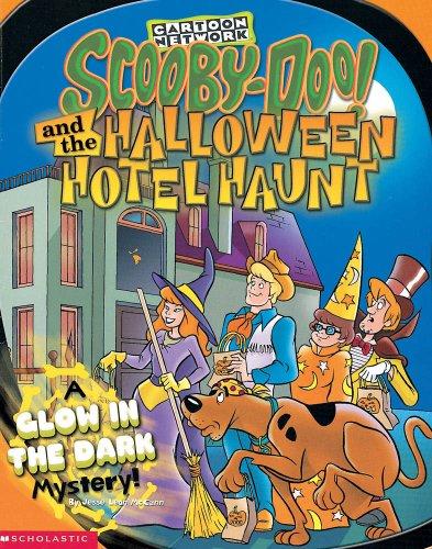 Scooby Doo Halloween (Scooby-Doo! and the Halloween Hotel Haunt: A Glow in the Dark Mystery!)