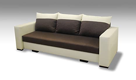 Camera Da Letto Con Divano Letto : Vista frontale della camera da letto con divano e poster