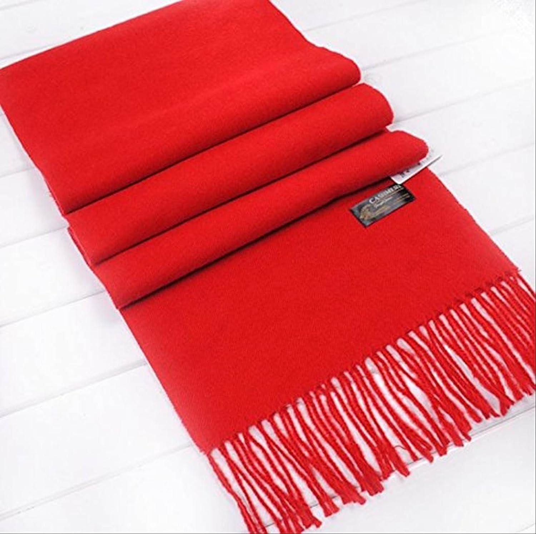 Mode Dela Casa。鮮やかな赤が、コーデの差し色になり、全体に引き締めてくれそうです。