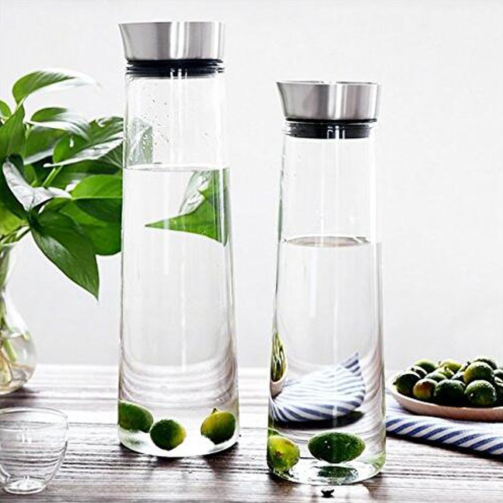 Buwico 1L Water Carafe Classical Jug Juice Bottle with Stainless Steel Lid Borosilicate Glass Iced Tea Pitcher for Infusing Water, Milk, Juice, Iced Tea, Lemonade & Sparkling Beverages (1L)