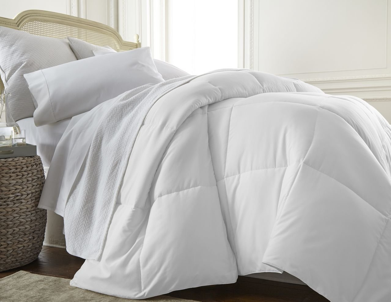 amazoncom ienjoy home collection ultra plush premium down comforter queenfull white home u0026 kitchen