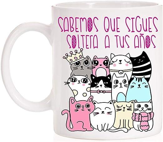 FUNNY CUP Taza Sabemos Que sigues Soltera a Tus años. Taza para Amiga Divertida con Gatos y Soltera.: Amazon.es: Hogar