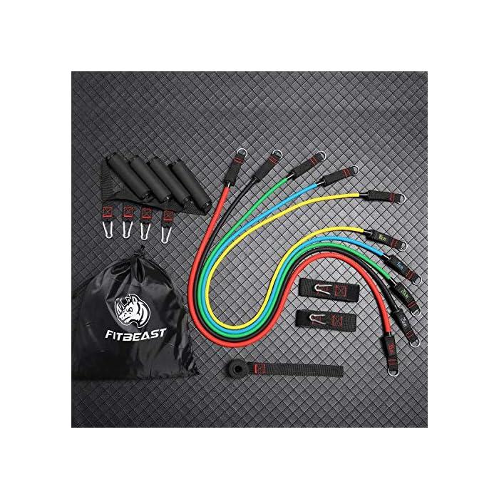 """61OVNj4bVRL 【MÚLTIPLES ELECCIONES DE RESISTENCIA】: El set de bandas de resistencia de FitBeast incluye 5 bandas para entrenar, cada una de lastiene 48 """"de largo, cada uno viene con tubos de distintos colores y también vienen marcados con el peso para identificarlo. Los colores representan distintos niveles de resistencia: amarillo (10lbs), azul (15lbs), verde (20lbs), negro (25lbs) y rojo (30lbs). El largo de las bandas: 48"""", puedes usarlos por sí solos o en combinación, de acuerdo a tus necesidades. 【SET DE BANDAS MEJORADAS】: Cada set de bandas de resistencia mejorada viene con 2 correas suaves para tobillos brindando mayor comodidad, 4 manijas acolchadas para entrenar en grupo y un GRAN anclaje para puerta, esto agrega mayor variedad de ejercicios de resistencia. Cumplirá con tus necesidades de entrenamiento personales, sea para pecho, espalda, caderas, abdomen, hombros, muslos, etc. El diseño inverso de las hebillas reforzadas brinda una instalación y desinstalación más sencilla. 【CÓMODO Y DURADERO】: El kit de bandas de resistencia de FitBeast fabricado con látex natural de alta calidad, no dañará al medio ambiente, es duradero y elástico. Esta banda de doble grosor evitará que se rompa o se deforme, incluso después de 30,000 estiramientos convencionales. El material de alta calidad en la correa para tobillos asegurará una mayor comodidad. Las hebillas reforzadas y anclajes para puertas agregan al atractivo que brinda el set de bandas de ejercicio de FitBeast."""