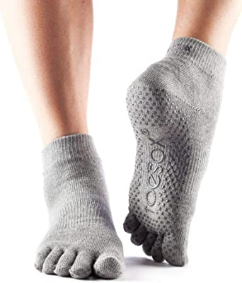 Amazon.com: ToeSox Grip Pilates Barre Socks – Non Slip Ankle ...