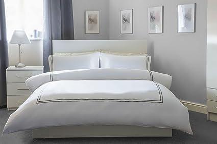 Dimensioni Copripiumino Letto Singolo.Belledorm 100 Cotone Bianco Copripiumino Set Con Bordo Grigio